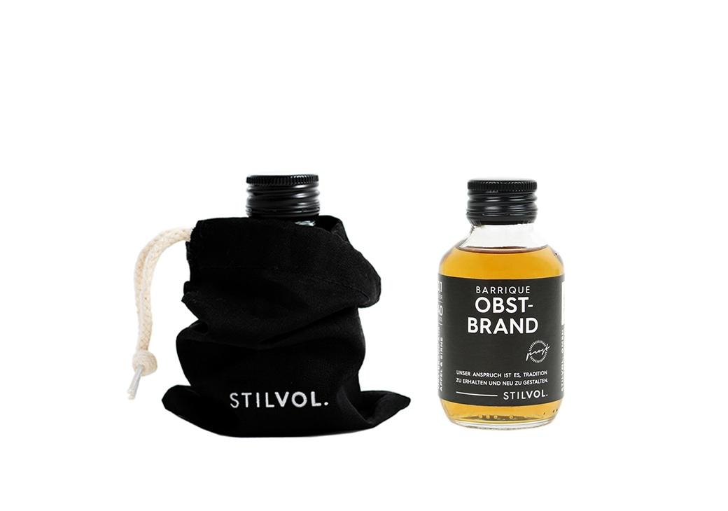 STILVOL. Schöne Schnäpse und Liköre |Design Craft Spirits im Baumwollbeutel | Obstler Holzfass | Barrique Obstbrand 100ml